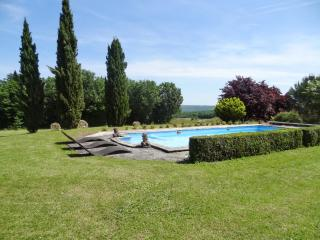 Spacious house with swimming pool, Saint-Amand-de-Coly
