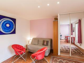 New, charming studio for 2, near Bastille - P11