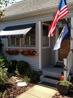 Charming Vintage Cottage. Cozy renovated home base while in Annapolis. Walk to pubs, shops,town.