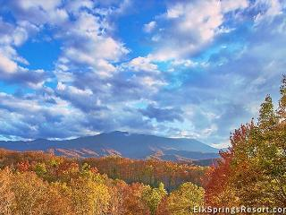 4 BR Theater Cabin with Mountain Views and Fantastic Location - Sleeps 14, Gatlinburg