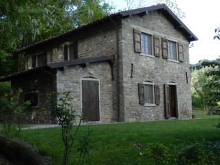 Eco Farmhouse with horses C1 Ground FloorApartment, Castiglione di Garfagnana