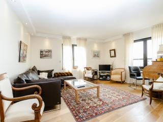High Quality 2 BR, 2BA for 4, Montparnasse - P14, Paris