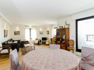 High Quality 2 BR, 2BA for 5, Montparnasse - P14, Paris