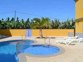 Flat with pool, sea view, near beaches, Tazacorte