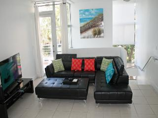 Miami Beach Town Home close to beach, sleeps 6