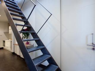 Near Sagrada Familia-cozy Duplex with lift.WiFi