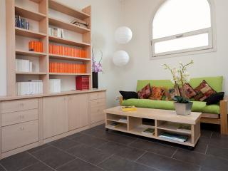 Near Sagrada Familia-cozy Duplex with lift.WiFi, Barcelona