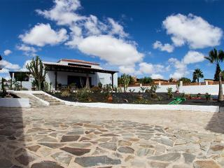Villa Seasidedream with POOL and Minigolf cours, Parque Holandés