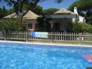 Luxury Villa, Fenced-In Heated Pool, Full Air Con, Conil de la Frontera