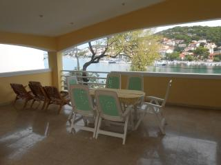 Apartment in Tisno With Outdoor Pool TP45A1