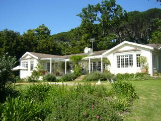 Charming villa bordering the Constantia vineyards