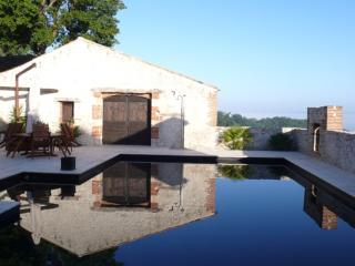 Saltre, Beautiful Sone House with a Stunning  Pool, Monflanquin