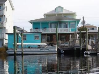 Wonderful Home! One Block from the Beach!ON WATER!