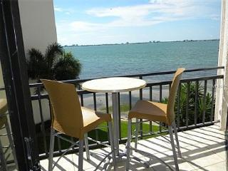 Waterfront Condo,Watch the Dolphins from Balcony