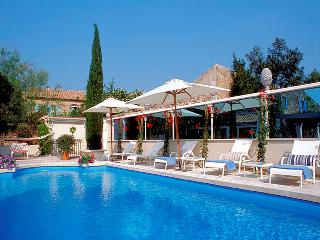 Le Paradou Les Alpilles, exceptional 17 century coaching inn 13p. private pool