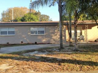 REAL COST $650 WEEK TOTAL, COCOA BEACH AREA 4BR, Cocoa Beach