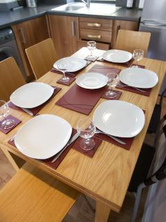 Kitchen table seating 6