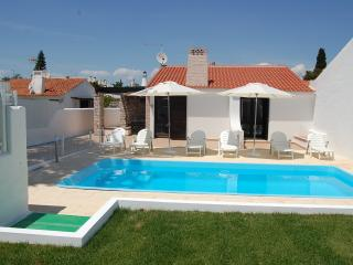 Villa Jacaranda, 300 metres from the beach