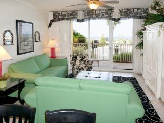 AZURE 1ST FLOOR- 3 BR/3 BATH * SLEEPS 10, Fort Walton Beach