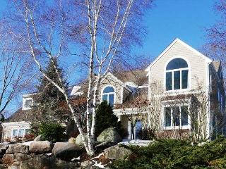 Stunning contemporary with 4 beds/3.5 baths-walk to village and beaches-views, Rockport