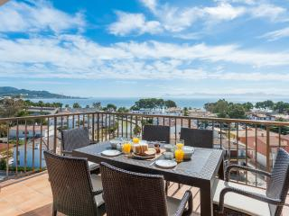 2 bedroom apartment with sea view - pool - WiFi, Port d'Alcudia