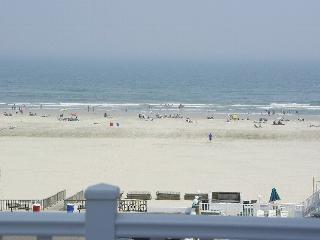 OCEAN VIEW FROM All 13 Windows .... Steps to Beach, Wildwood Crest