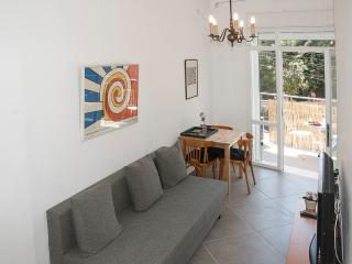 Carmel Apartments - 'Carmel' - Gorgeous apartment in the heart of Haifa