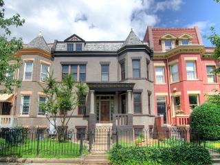 Historic 2BR Capitol Hill Apartment - Charming Home w/ Contemporary Updates - Prime DC Location! Wi-Fi!, Fairlawn