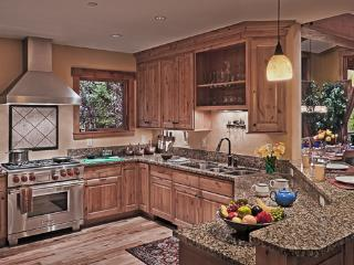 Fully equipped kitchen with Wolf and Sub Zero appliances