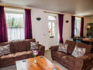 TEIFI HOUSE, comfortable cottage, en-suite, woodburner, WiFi, nearby river walks