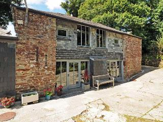 OLD ZANZIG MILL, converted mill, woodburner, WiFi, pet-friendly, St Issey, Ref 931703