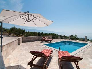Amazing Ranch with Pool on Brac 500m sea