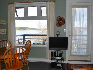 Water front Top Floor Condo with Vaulted Ceilings, Tofino