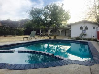 Cabin in Griffith Park with pool, Glendale
