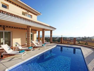 Relax Villa Panorama View Roof Terrace Heated Pool, Elviria