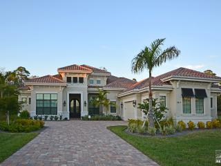 Spectular Estate Home with Golf Membership in Exclusive Treviso Bay, Napels