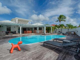 Luxury 4 bedroom Villa Lagoon with private pool and jacuzzi, Baie Nettle