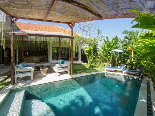 FREE CHEF - Umalas Retreat 6, (3 bed villa), Ferienwohnung in Seminyak