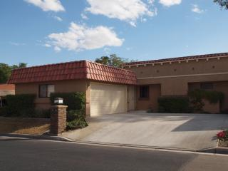 Cozy, clean townhouse on greenbelt., Palm Desert