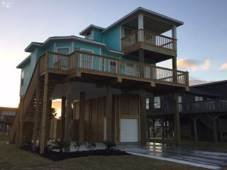 New Upscale 3BR, 2BTH, Bay and Beach Views!, Galveston