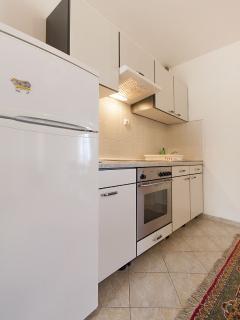 B(4+1): kitchen