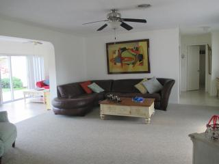 family friendly 3 bedroom spacious house, Hollywood