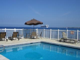 OCEANFRONT POOL, CLEAN AND PRETTY!