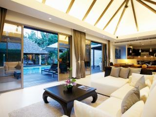 living area - open plan to poolside and decking