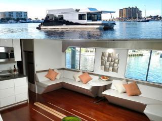 Destin Harbor Houseboat
