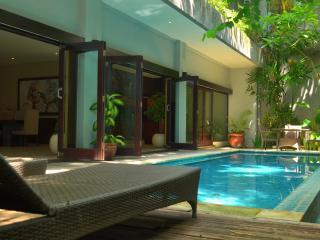Lima Puri Villas, 3BR Spacious Villa-Nr Beach, Seminyak