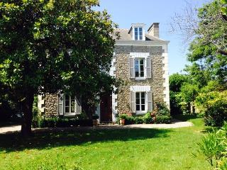 Traditional house with large garden, Saint-Malo