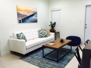 Bright and Beautiful - Newly Renovated Apartment, Miami Beach