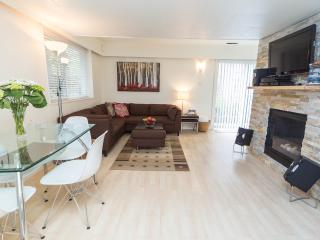 Bright 1Bdrm w Cozy Gas Fireplace On Beautiful Par