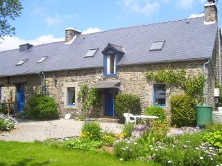 "Le Boterff - ""Rose"" - Spacious and comfortable holiday gite to sleep up to 6, Saint-Mayeux"